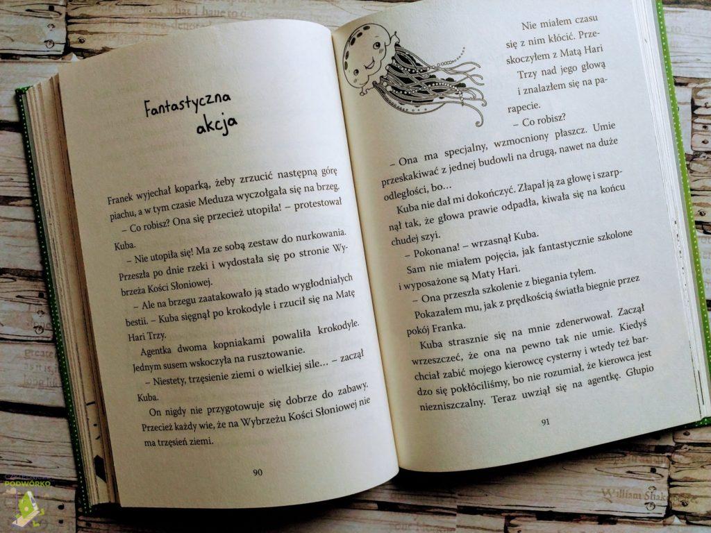 Noga w szufladzie, czyli domowa historia szpiegowska